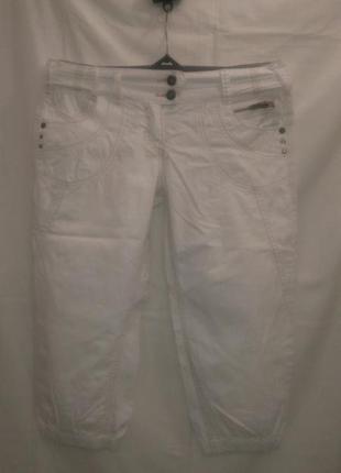 Белые  нарядные  бриджи