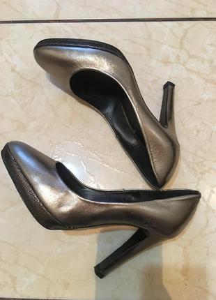 Шикарні туфлі повністю шкіряні