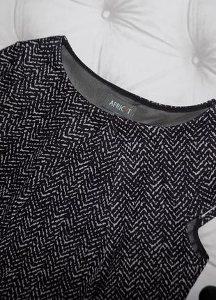 Элегантное платье футляр с красивыми воланчиками3