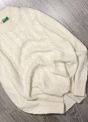Красивый молочный шерстяной свитер в косы