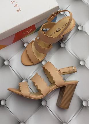 Katy perry оригинал кожаные бежевые босоножки на широком каблуке