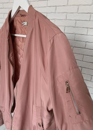 Розовый бомбер куртка ветровка stradivarius