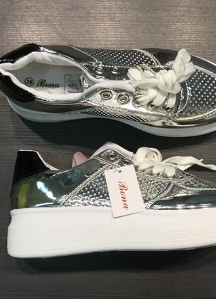 Кроссовки серебро