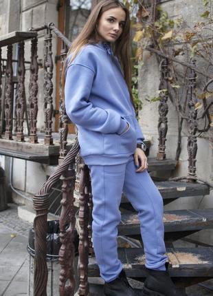 Женский костюм c худи голубого цвета на флисе