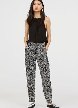 Легкие принтованные брюки на резинке h&m размеры s m
