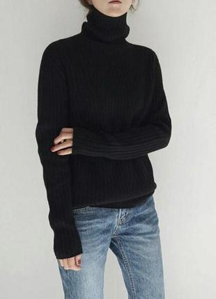 Уютный чёрный свитер водолазка