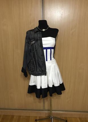 Невероятно шикарное платье корсет