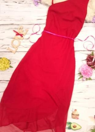 Красивое платье с открытым плечиком