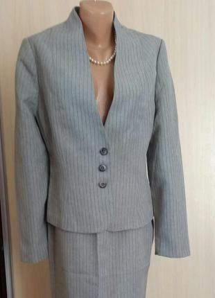 Нарядный костюм на стройную даму  р. 48/50 в идеале