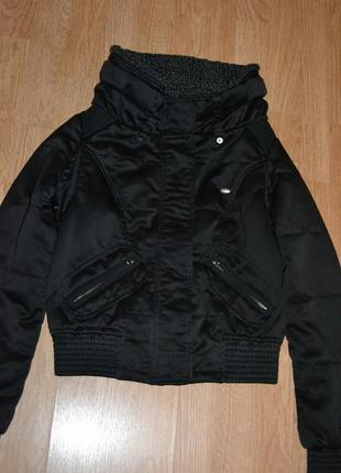 Крутая куртка-бомбер от guess р.s