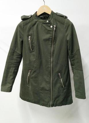 Демисезонная куртка stradivarius удлиненная косуха цвета хаки