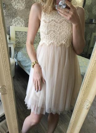 Пышное платье с фитиновой юбкой