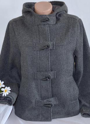 Брендовое серое шерстяное демисезонное пальто полупальто дафлкот с капюшоном e-vie