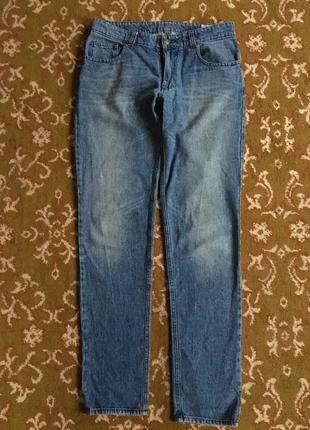 Трендовые мужские джинсы с потертостями staff