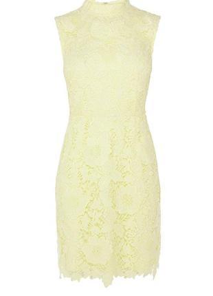 Красивое кружевное платье лимонного цвета
