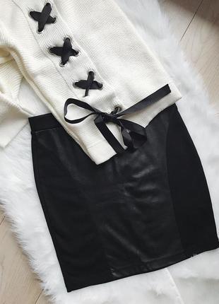 Чёрная юбка с кожаной вставкой от tally weijl, размер s