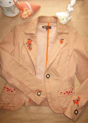 Замечательный женственный жакет пиджак с вышивкой monton