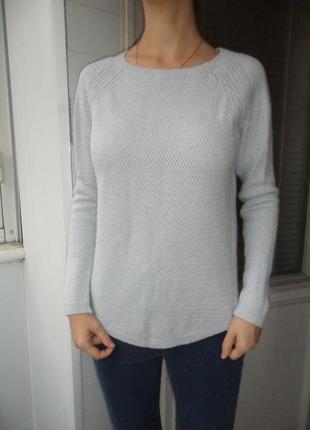 Шерстяной красивый свитер zara