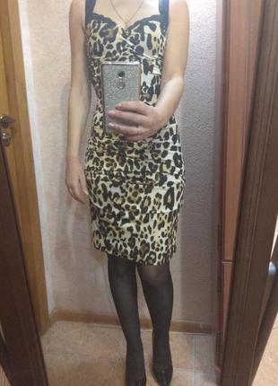 Супер платье на торжественный случай размер s,44, нарядное, леопардовым принтом.