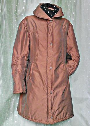 Удлиненная демисезонная куртка медного оттенка с отливом