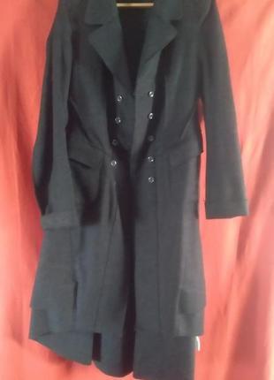 Пальто з шлейфом
