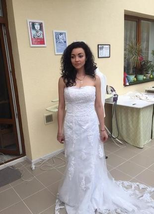 Свадебное прекрасное приталенное платье