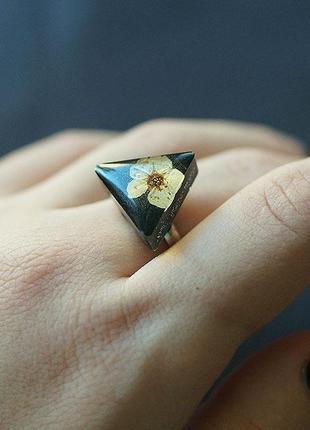 Треугольное кольцо с цветком \ ручная работа \ в единственном экземпляре