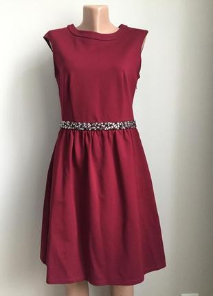 Красивое бордовое платье
