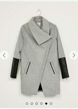 Пальто bershka з шкіряними вставками на рукавах