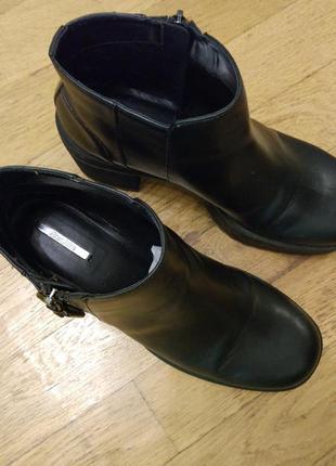 Отличные ботинки на толстом каблуке bershka