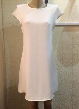 Стильное белое платье трапеция на лето
