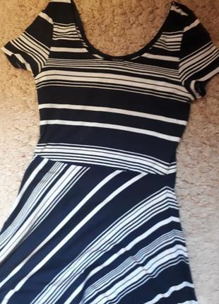 Платье с геометрической полоской esmara