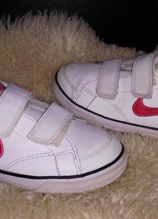 Nike кедм кроссовки кожв 33 р по ст 21 см в очень хорошем состояние