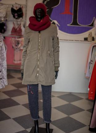 Суперский демисезонный хаки пуховик куртка от bershka