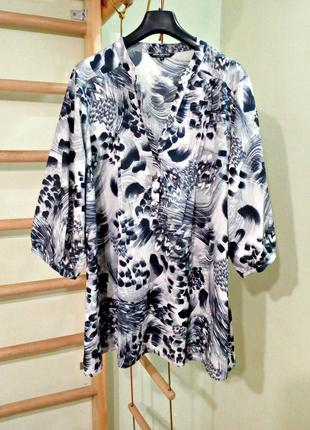 Блуза свободного кроя в актуальный принт