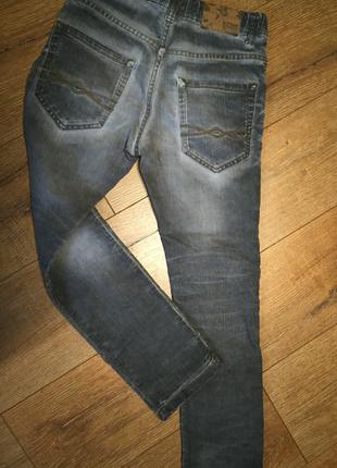 Стильные прямые джинсы для парня! акция