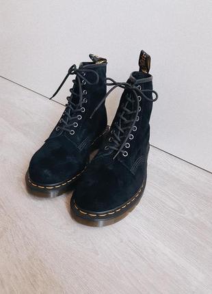 Ботинки dr. martens замшевые