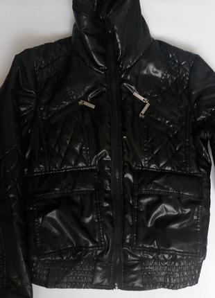Чорна курточка