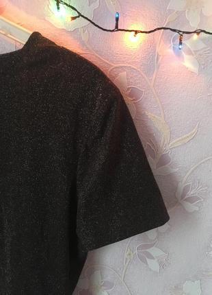 Черная футболка с золотыми блестками