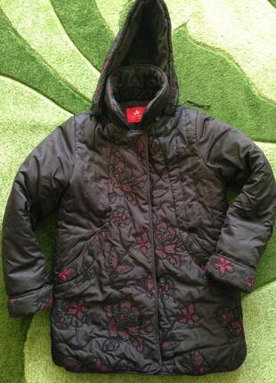 Очень тёплая курточка с паетками и вышивкой