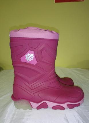 Розовые резиновые сапоги со светящимися подошвами от lupilu