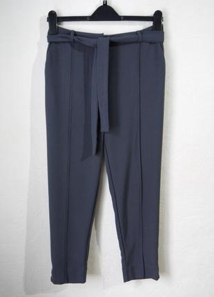 Зауженые к низу укороченые брюки высокая посадка