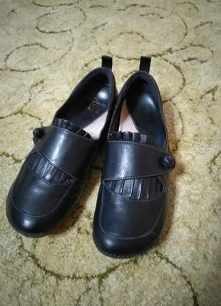 Женские кожаные туфли clarks active air