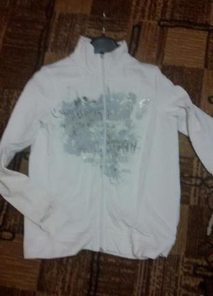 Белая спортивная кофта с принтом м