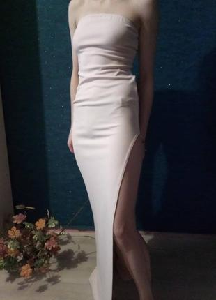 Платье в пол от бренда prettylittlething