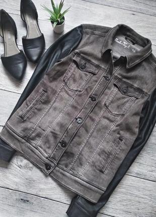 Крутая джинсовая курточка, джинсовка с кожаными рукавами от charles vogele