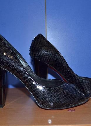 Черные туфли в паетках