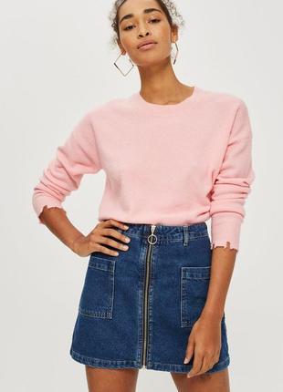 Трендовая джинсовая юбка на молнии с кольцом и накладными карманами