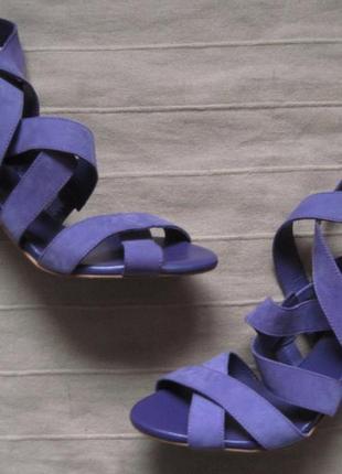 Zara (39) кожаные босоножки на каблуках