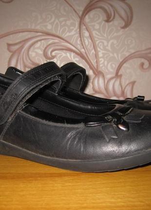 Туфли для девочки. размер 35 см. clarks. в хорошем состоянии!